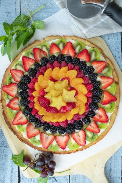 overhead of fruit pizza