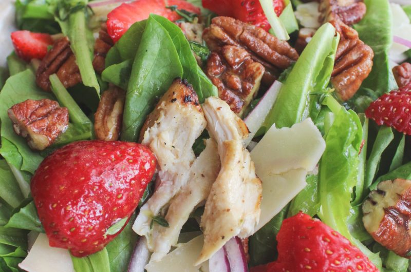 strawberry salad with chicken and champagne vinaigrette
